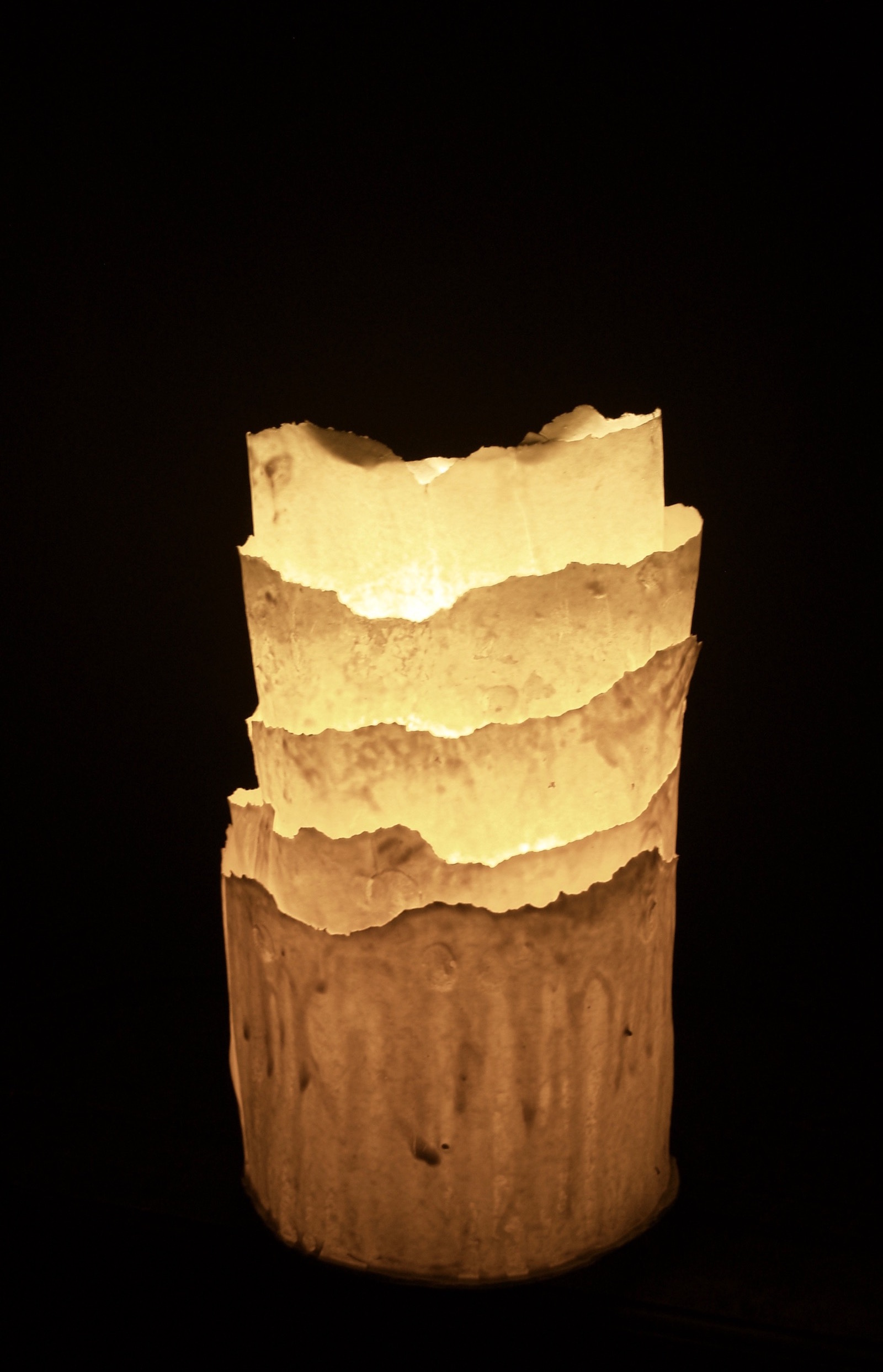 Cylinder shaped table lamp with layers of translucent porcelain