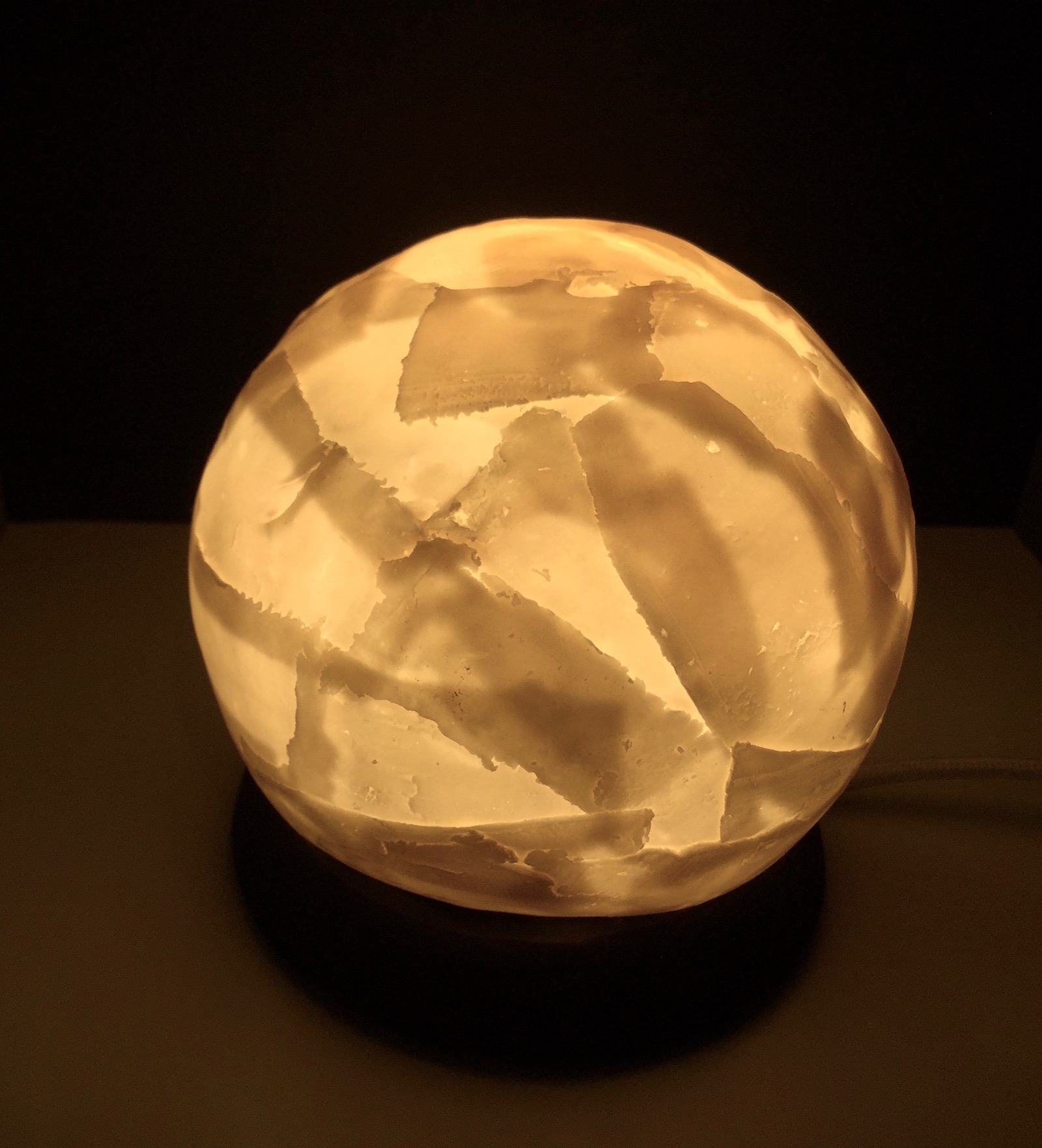 Porcelain globe shaped table lamp with tranclucent layers